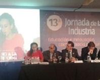 La candidata del MST Nadia Burgos puso en debate la brecha salarial entre hombres y mujeres